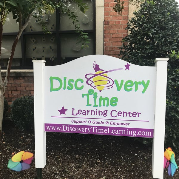 Discovery Time Learning Center sign out front daycare in Alexandria VA